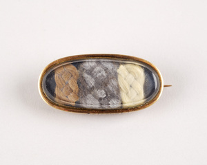 1909-01-3 (mourning brooch with 3 colored hair braids)